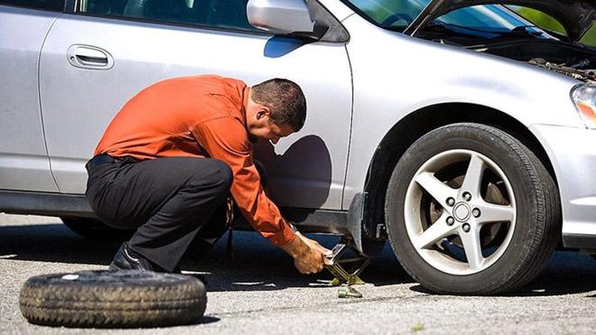 10 bước thay lốp xe thủng nhanh chóng và an toàn nhất