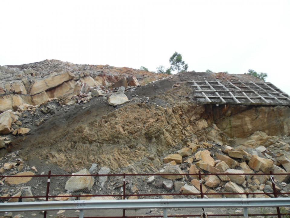 Đường Cao tốc Đà Nẵng - Quảng Ngãi bị sạt lở: Còn tiềm ẩn nguy cơ mất an toàn khi tham gia giao thôn