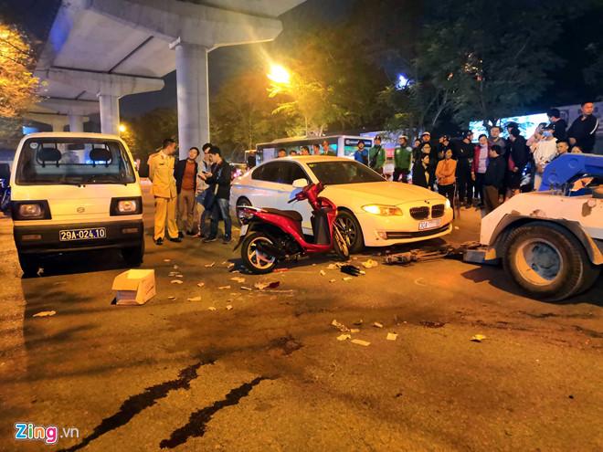 Va chạm ôtô, cô gái bị xe buýt cán tử vong